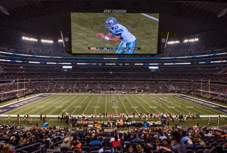 This looks a little like two separate photographs.  It's not.  The top part is the Cowboys' über-colossal scoreboard, stretching almost the entire length of the field.  (Photograph: Carol M. Highsmith)